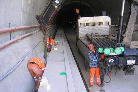 Tunnel-Rohrverlegungsarbeiten