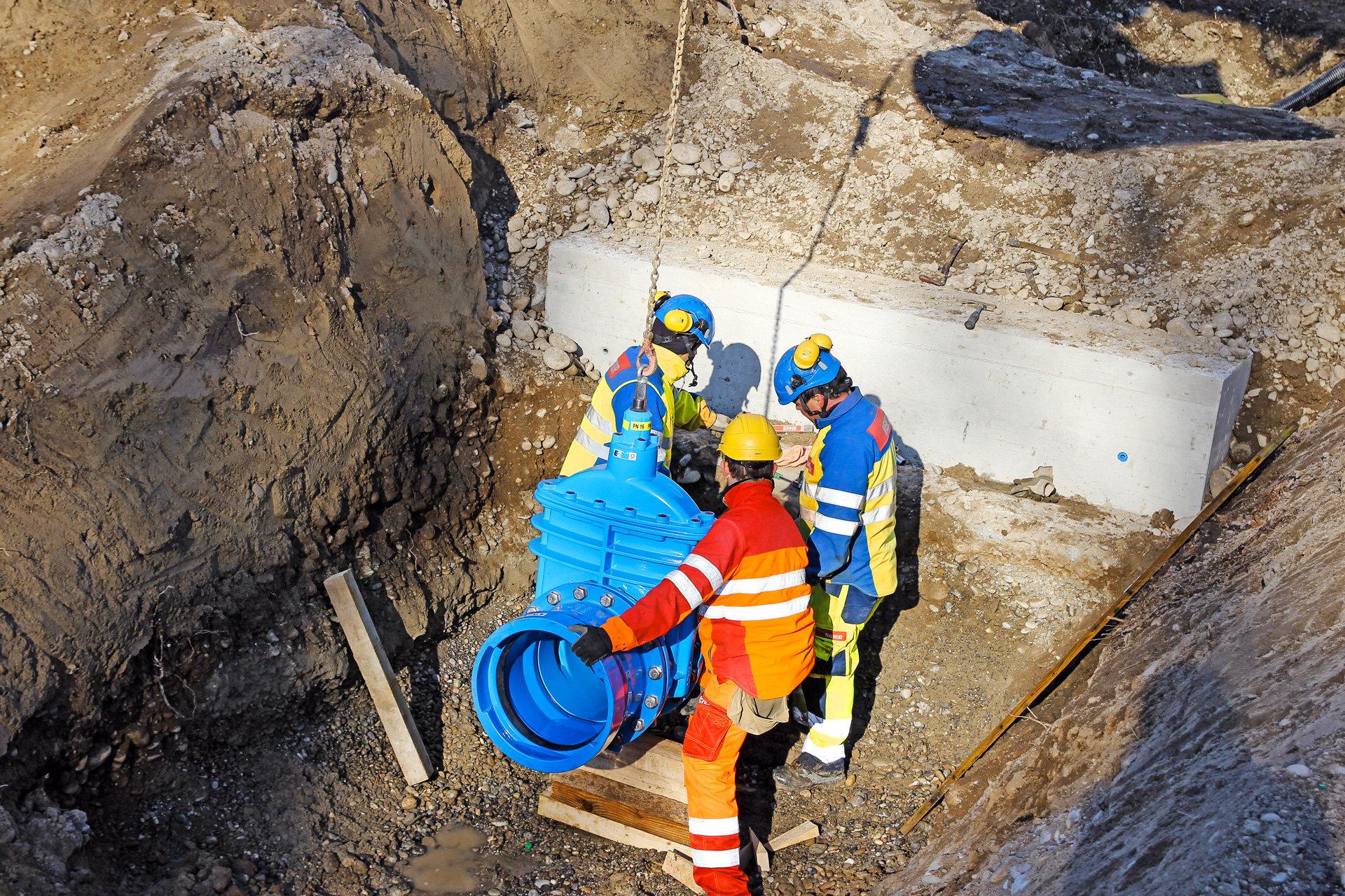 Mitarbeiter Montage Rohrleitung