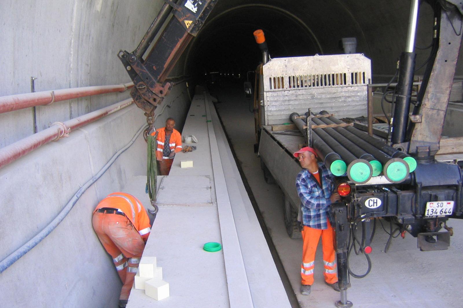 Tunnel Rohrverlegungsarbeiten
